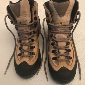 Vibram Womens Leather Boot